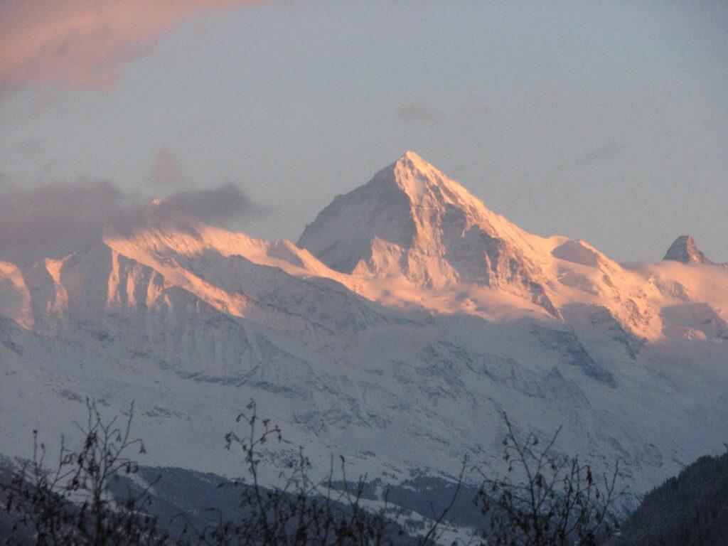 Watch the setting sun shine through the mountain tops